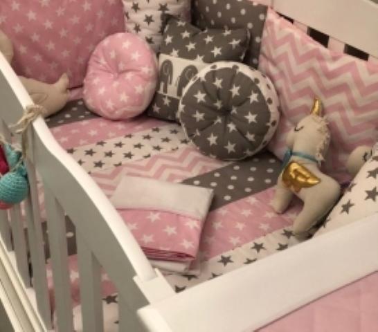 Combo funcional de acolchado, chichonera y sábana (regalo alm. de amamantar)